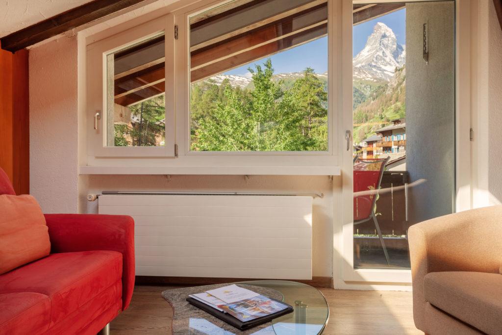 Hotel Beau Rivage Zermatt Doppelzimmer Deluxe Blick zum Matterhorn Aussicht