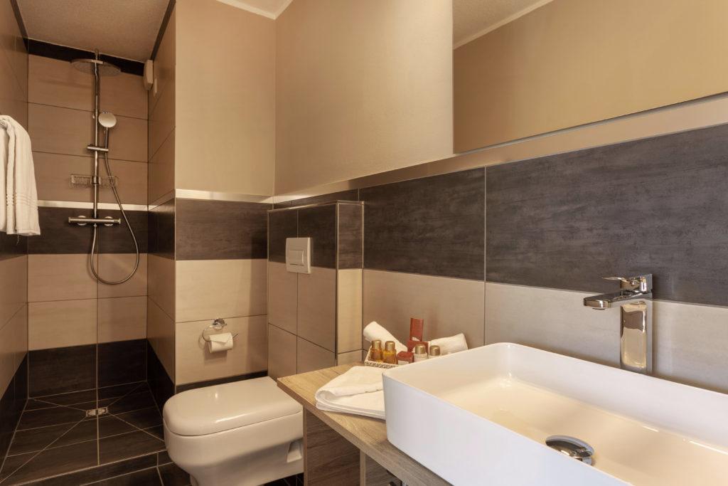 Hotel Beau Rivage Zermatt Doppelzimmer Standard Nordseite Badezimmer