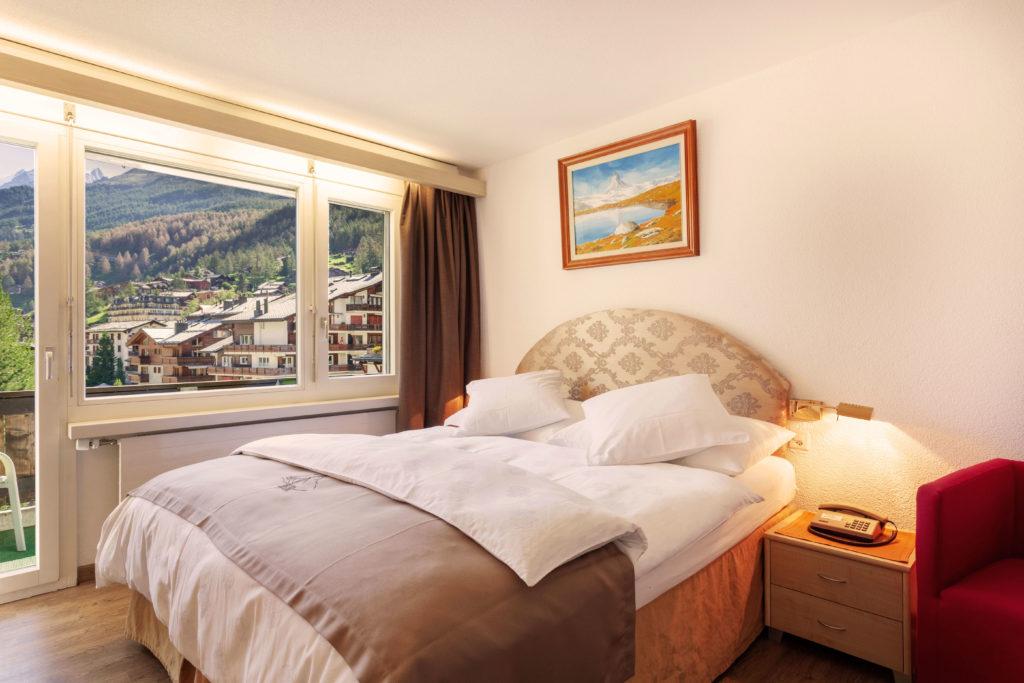 Hotel Beau Rivage Zermatt Doppelzimmer Standard Nordseite Schlafzimmer