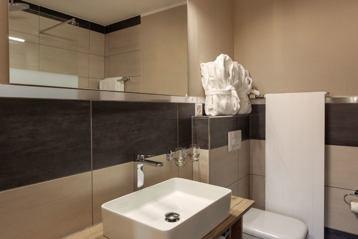 Hotel Beau Rivage Zermatt Doppelzimmer Standard Nordseite Toilette