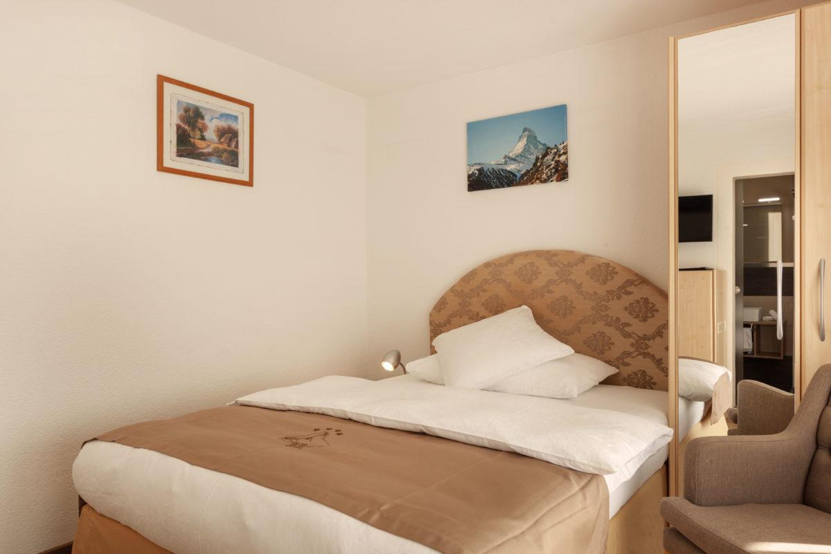 Hotel Beau Rivage Zermatt Einzelzimmer Nordseite Bett