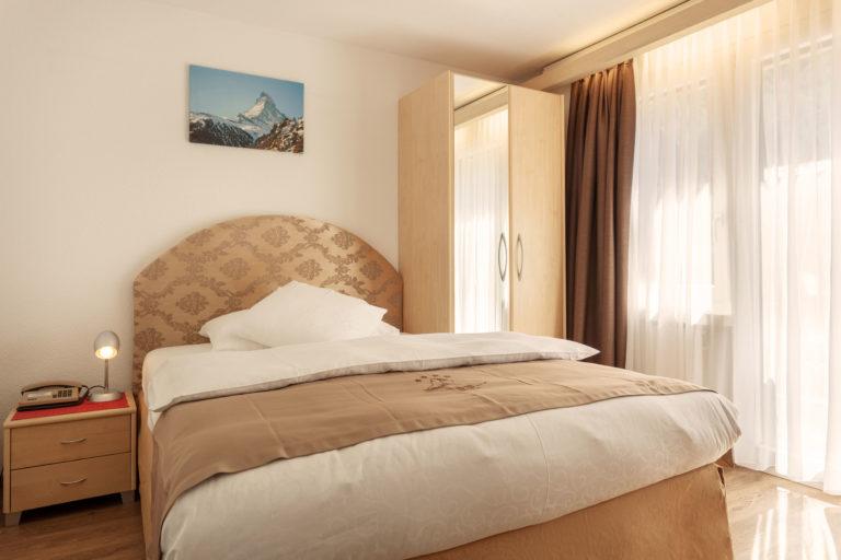 Hotel Beau Rivage Zermatt Einzelzimmer Nordseite Schlafzimmer