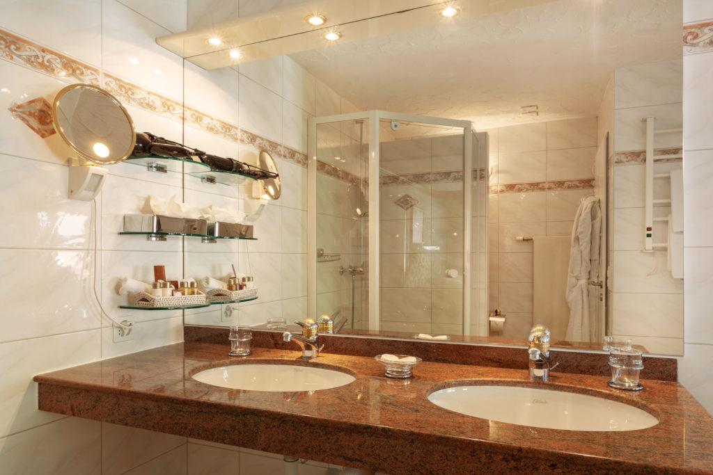 Hotel Beau Rivage Zermatt Suite Badezimmer